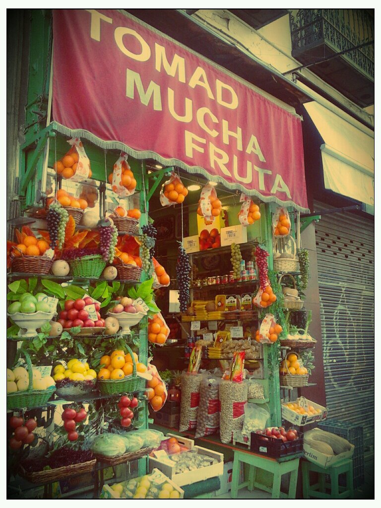 love-spain:  Spanish Lesson: Tomad mucha fruta : Eat a lot of fruits.Love-Spain