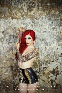 Cervena Fox / Luxury latex - Sasha Louise / Art Machine Productions