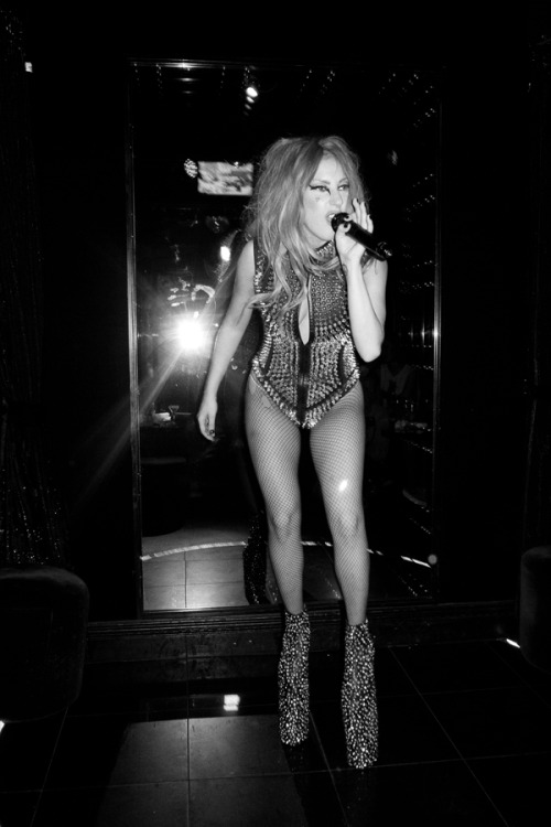 terrysdiary:  Gaga doing Karaoke.