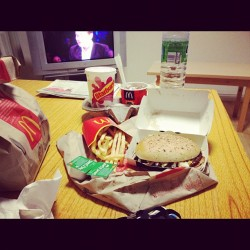 365 Days of Food - Day 133 #food #maccies #mcdonalds #texas #bbq #burger #fries #dairymilk #mcflurry #starburst #milkshake #nom #fat #foreverfat #lastmealbeforeLiveBelowTheLine (Taken with instagram)