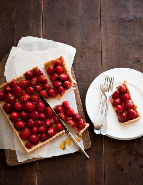strawberry passionfruit tart.