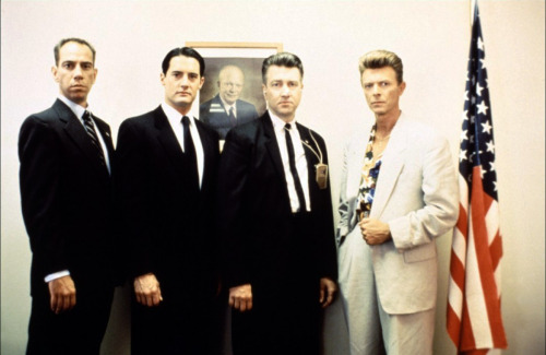 pickledelephant:   Miguel Ferrer, Kyle MacLachlan, David Lynch and David Bowie. On the set of Twin Peaks: Fire Walk with Me.