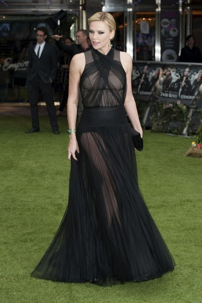 "Charlize Theron en la premiere de ""Snow White and The Huntsman"". click the picture to read the full history…"