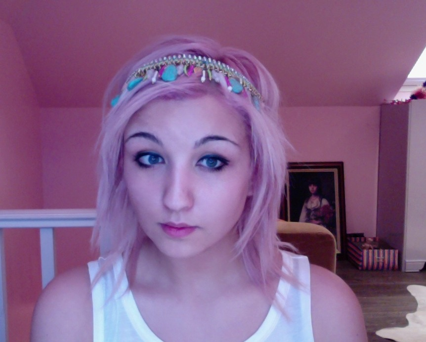 look at how cute my headband is :3