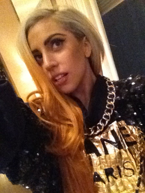 peau-rose:  i am enjoying Lady Gaga's new hair, i am enjoying it a lot
