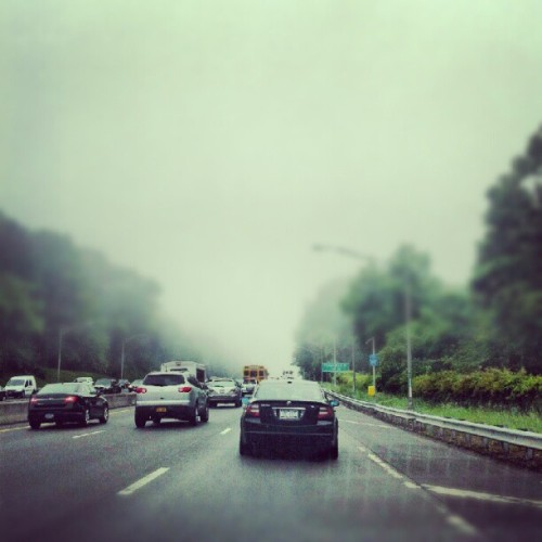 Ugly out #NYC #queens #fog #cars #rain #Android #Droid #intagram #traffic (Taken with instagram)