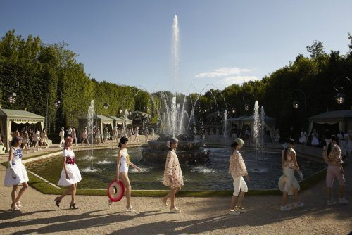 designersocial:  Chanel Resort 2013, catwalking 'round the fountains at Versailles. -RS (Image courtesy Chanel)