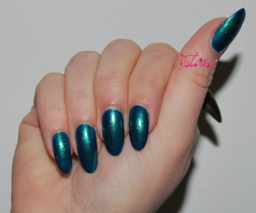 SWATCH: Nails Inc 'New Kings Road' The third Nails Inc polish from the Midas Touch collection. It a vivid sheer blue polish with gold flecks. I was prepared not to like this as I'm not huge fan of blue polish. But the shimmery duochrome effect really sold me on this colour. The only downside it how sheer it is: this was 4 coats and you can still see a nail line in some lights. All the polishes in this collection probably only work as topcoats over creme polishes. Lex :)