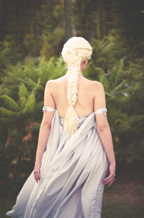 fuckyeah-nerdery:  God-tier hair braiding with Daenerys Targaryen.