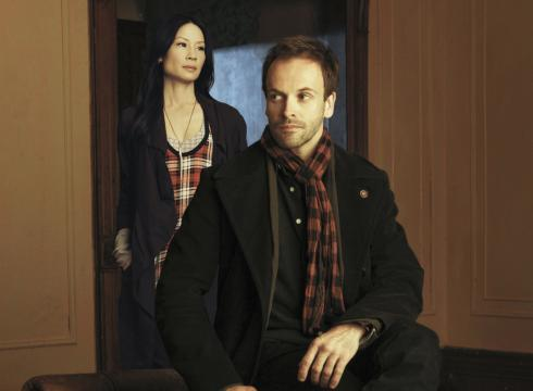 bakerstreetbabes:   First promo pic for CBS' Elementary  First promo shot from Elementary. Sherlock's scarf matches Joan's dress. Why does this amuse me so much?