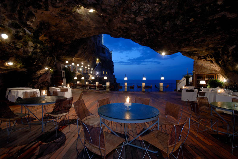 I'm going to have dinner & drinks here.