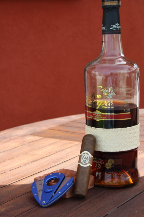 Another angle…Avo short robusto & ron zacapa 23 anos Source: Zacapatista (2012)