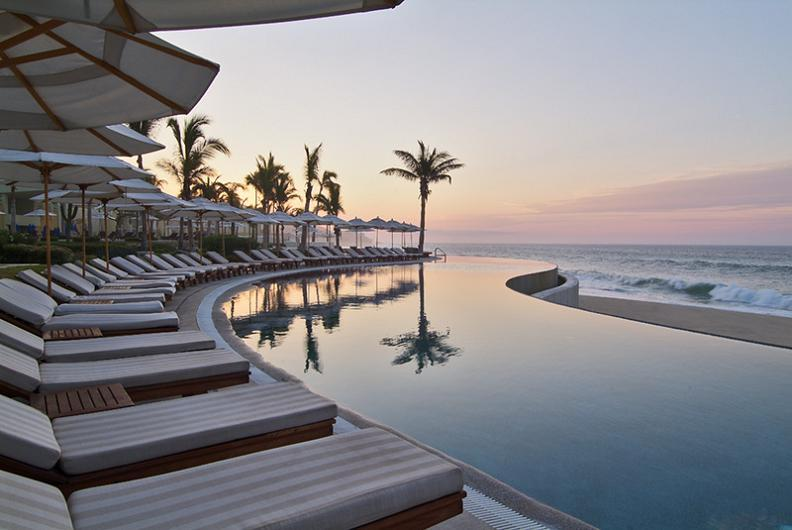 micasaessucasa:  Los Cabos  #MeGusta I love me a good, waterfront infinity pool. All that's missing is me in it. ^_^