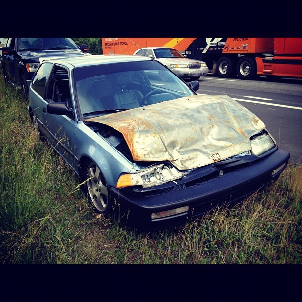 itspronouncedeyawn:  eyedevised:  my poor car :/ (Taken with instagram)  NO FREAKING WAY BRO! I'M HELLA SAD FOR YOU MAN. Hope you're alright though.  yeeehh. slid undr a 2010 f250 crew cab. all i did to his car was put glass in his tow hitch