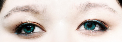 My new contacts came in the mail today~  =X there's either no light or too much light right now. They're really warm against my skin tone. I hope to do makeup around them but I was on my way out the door when I put them in so I just threw on something easy.   =X I still prefer the look of my green contacts, but these ones are more comfy.   Vassen Circle Lens…I think the colour is Aqua
