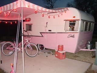 I have just found vintage campers, they are so cute and I am in love.