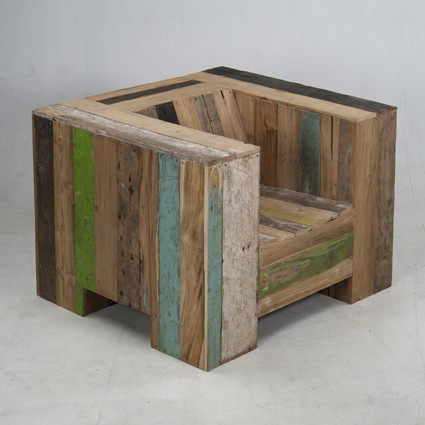 "Great looking chair made from pallet wood that I want to dismantle, create a plan, ""remantle"" it then give it to the masses. What do you say, should I take this project on? I am also thinking about making a putting green for the new studio too….too many pallets / projects, not enough manpower / time"