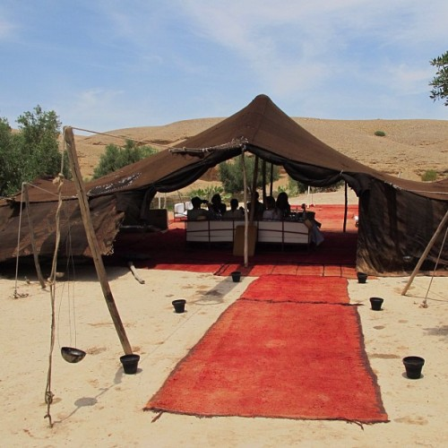 La Pause is a bohemian desert oasis about an hour outside of Marrakech. No electricity, only panoramic views of the desert and the High Atlas Mountains and elegantly appointed open-air guestrooms that ooze authentic Moroccan charm. It is truly a magical place. Ladies lunching, La Pause style.