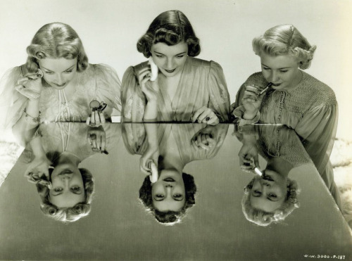 (via Old Hollywood Glamour: Mirror, Mirror)