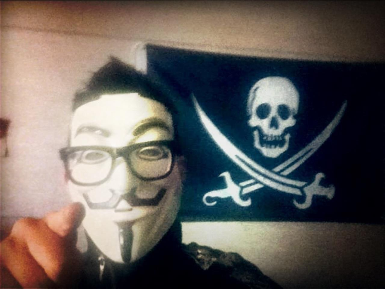 thepirateflag:  [Occupied] 신도림 w/V For Vendetta MASK by Cap'n @Socoolwen  Make your own Flag, visit  http://thepirateflag.tumblr.com   방송인 승원이형.. 요즘 외로우신.듯 허다.  오리고기에 소주 같이 먹으러 가야지.
