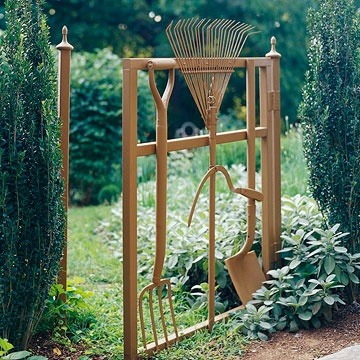 Now here's something to add to the mix of garden-related repurposing: Garden tools made into a gate. (via BHG) See also: Other creative spade and rake uses here and here.