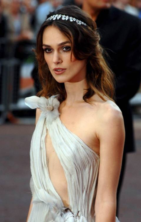 suicideblonde:  Keira Knightley at the London premiere of Atonement in 2007
