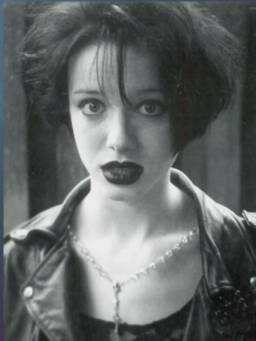 novocainelipstick:  mattapodaca:  Christina Hendricks was goth in the 90s and it is seriously my favorite thing about her.  unf come to me baby