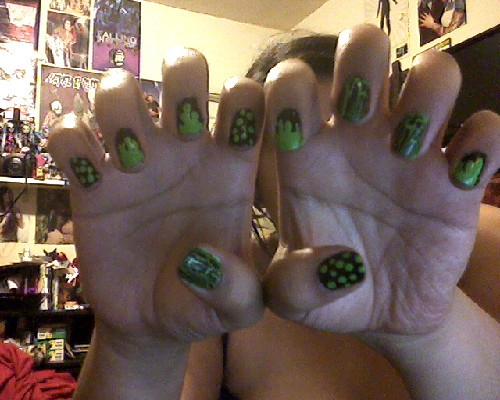 ….I couldn't figure out what to do with my nails, so I did this bahahaha