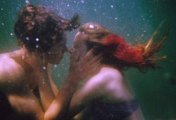 (via Love is Life In Color / Underwater Kiss, Splash?)
