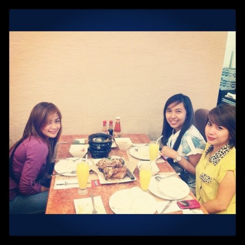 Pigging out with ab and kamz! :) #crispyPata #sinigangnahipon #chicken #maxs #dinner #date #girlfriends #smf #igdaily #igersmanila #igersphilippines  (Taken with instagram)