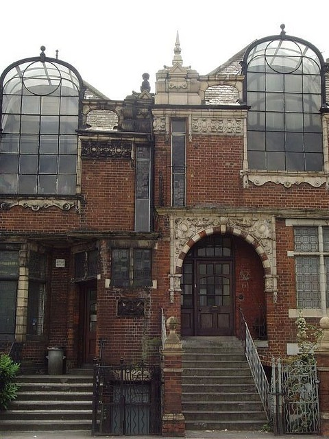 foxfern:  ammalynnsghost:  typette: kathrynsora:  Old artists studios in London.  Imagine having your bed up there amongst all your art stuff and all these plants you have everywhere, having rain falling on the glass above you when you wake up in the morning and huddling under a blanket drinking a hot drink while you draw or browse tumblr or whatever. In this rustic old brick building.     ^