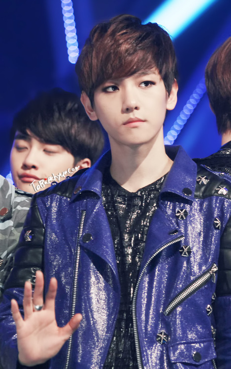 120503 Mnet M!Countdown Baekhyun oppa's eyeline o_O!hotness overload omg..;A;  cr: tobaekhyunPlease DO NOT EDIT, TAKE WITH FULL CREDITS