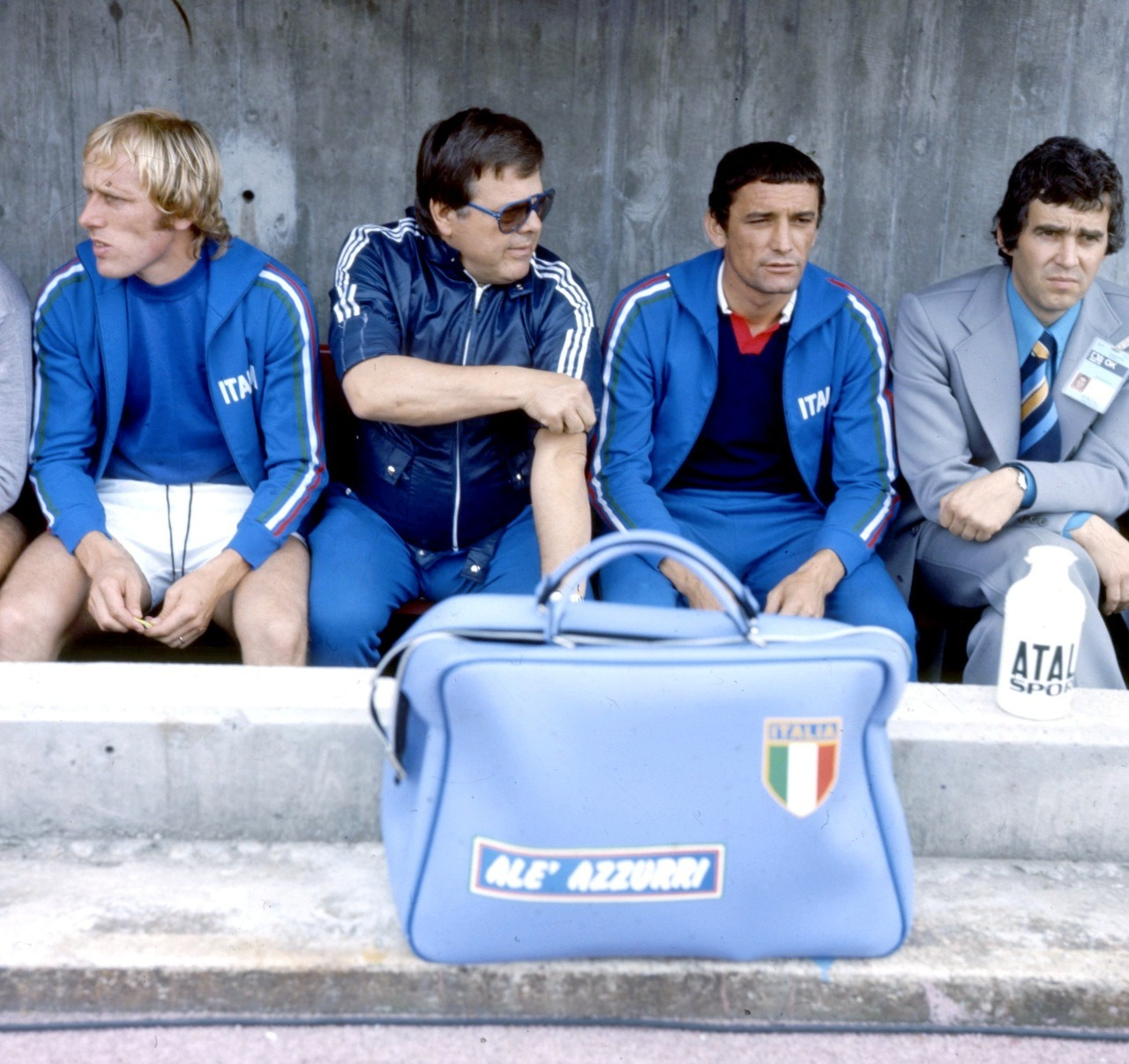 interleaning:  Luciano Re Cecconi and Gigi Riva on the bench, World Cup 1974.