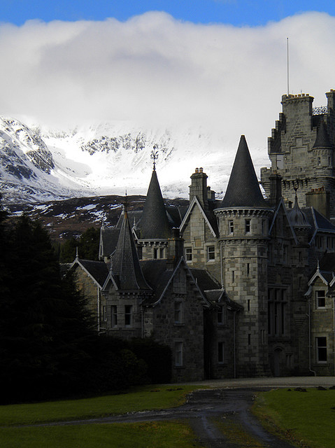 visitheworld:  Ardverikie House Estate near Loch Laggan, Scottish Highlands (by Kevin Langan).