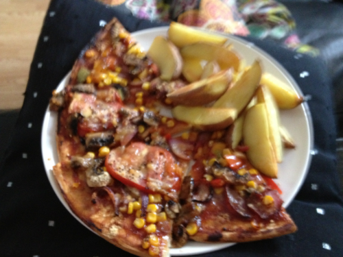 Vegan pizza and chips :@)