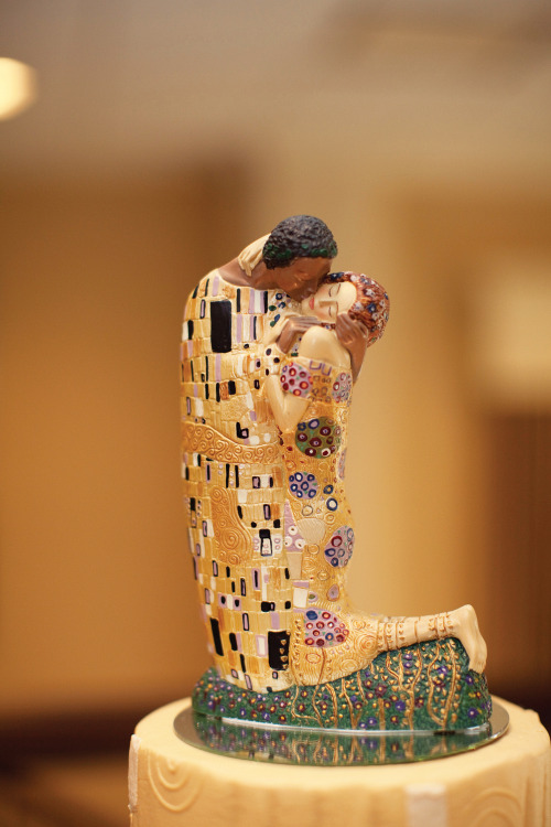 conozco:  actionjacksonlovesbbq:  KLIMT CAKE TOPPER FOR THE GODDAMN WIN  YES. THIS IS WHAT I NEED.