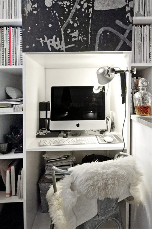 workspace in a nook (via designedinteriors:Gripsholms)