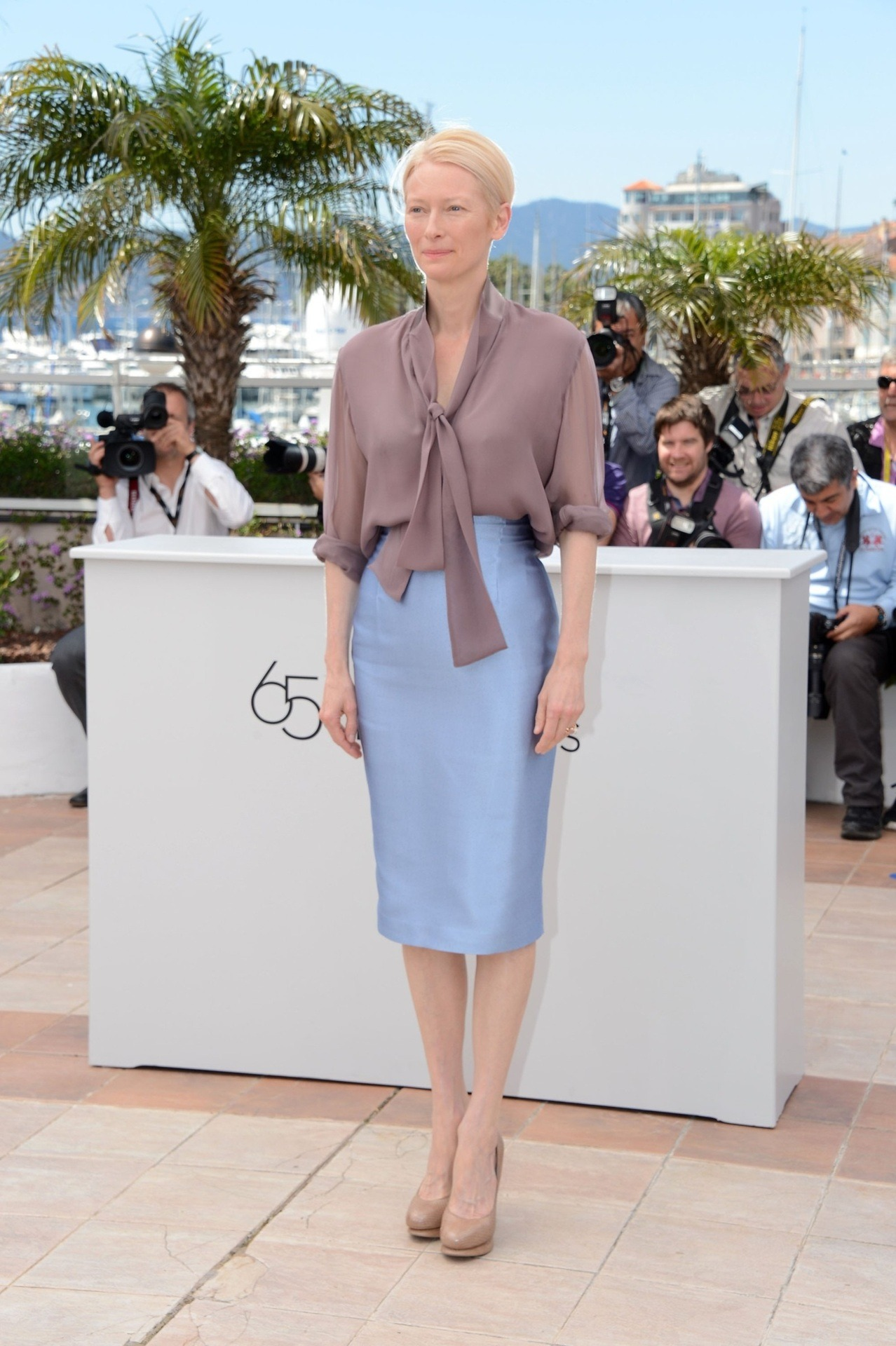 bohemea:  Tilda Swinton in Haider Ackermann - Moonrise Kingdom photocall at Cannes Film Festival, May 16th 2012 Tilda looks like a long lean classy dame!