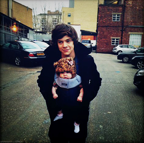 Harry Styles with a baby in an adorable hat?