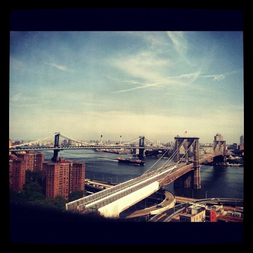 #twobridges #manhattanbridge #brooklynbridge #barge #nyc  (Taken with instagram)