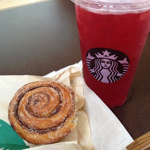 Snack before work! #Starbucks #passiontea #raspberry #morningbun  (Taken with Instagram at Houston Galleria)