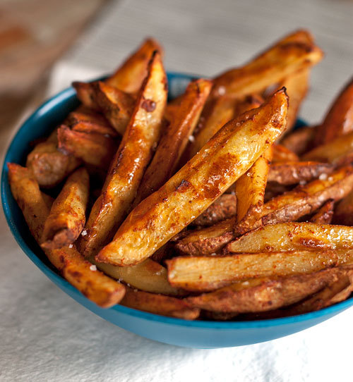 neekaisweird:  Baked Spicy Fries with Garlic Cheese Sauce