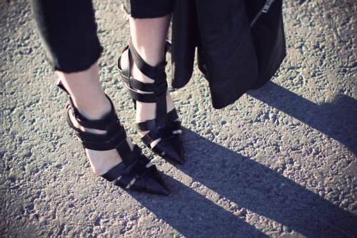 what-do-i-wear:  alexander wang danica pumps (image: 5inchandup)