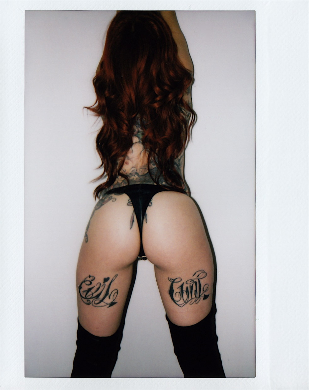 whydontyougosuckafuck:  walnutwax:  MISS CRASH BY WALNUTWAX http://themisscrash.tumblr.com/  omg i need those thigh tattoos