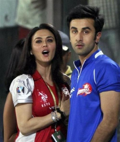 Ranbir Kapoor and Preity Zinta spotted at Delhi Daredevils VS Kin Aww directors should make a movie with this pair they look super cute and adorable.