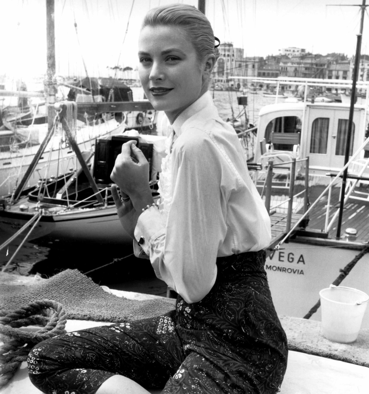 suicideblonde:  Grace Kelly at the 1955 Cannes Film Festival