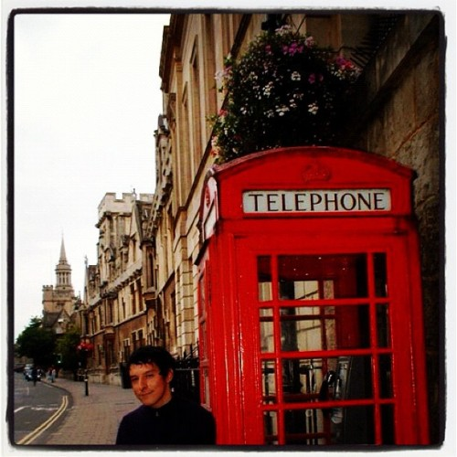 En una cabina telefónica en Oxford Inglaterra #oxford #inglaterra #england #telephone #publictelephone #english  (Taken with instagram)