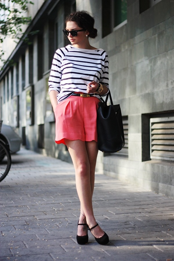 nlivingcolours:  what-do-i-wear:  shirt: H&M // shorts: Oasis // bag: VJ-Style // Mary-Janes: IloveVintage //  belt: Moschino // bracelets: Romwe/Lookbookstore // sunnies: Ray-Ban (image: fashionhippieloves)  (via imgTumble)