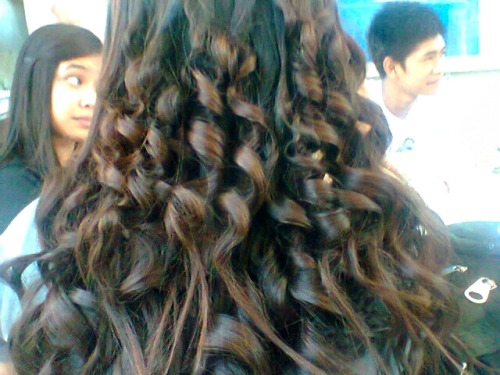 My hair if the day. =)  Right after our Math class, Crystal and Samantha did did thing to my hair so that it will turn curly and this is what it happened after 30 minutes. =))))) This was out of our boredom. Nyaha!