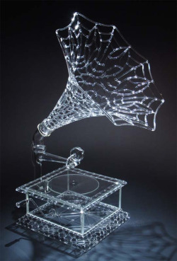 Beautiful transparent sculptures created out of glass by Robert Mickelsen.   Internationally acclaimed glass artist makes extremely detailed sculpturesthat look like animals, humans, and familiar objects.  via Toxel.com
